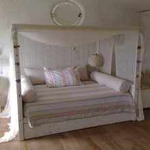 Фотография: Спальня в стиле Кантри, Декор интерьера, Мебель и свет, Индустрия, Люди – фото на InMyRoom.ru