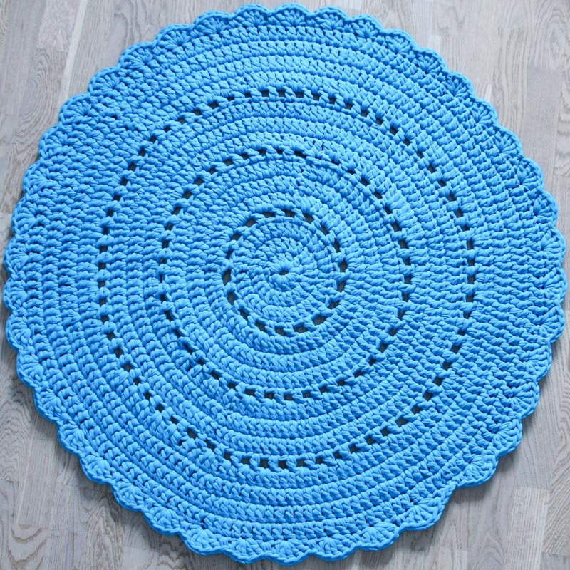 Вязаный коврик синий из экологичных натуральных материалов