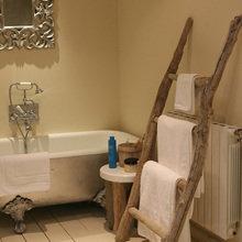 Фотография: Ванная в стиле Кантри, Декор интерьера, Дом, Мебель и свет, Эко – фото на InMyRoom.ru