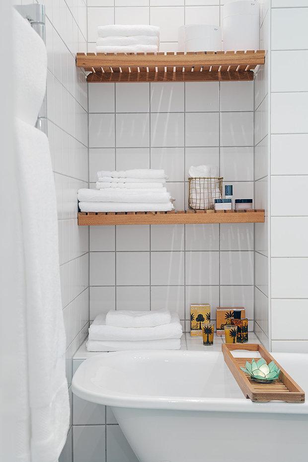 Фотография: Ванная в стиле Современный, Скандинавский, Малогабаритная квартира, Квартира, Швеция, Мебель и свет, Дома и квартиры, Белый – фото на InMyRoom.ru