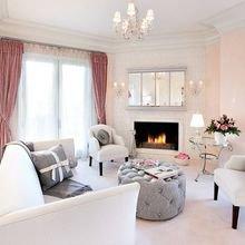 Фотография: Гостиная в стиле Классический, Декор интерьера, Квартира, Дом, Декор, Розовый – фото на InMyRoom.ru