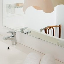 Фотография: Ванная в стиле Скандинавский, Современный, Малогабаритная квартира, Квартира, Цвет в интерьере, Дома и квартиры, Переделка – фото на InMyRoom.ru
