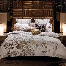 Фотография: Спальня в стиле Классический, Современный, Декор интерьера, Дизайн интерьера, Цвет в интерьере, Текстиль – фото на InMyRoom.ru