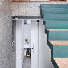 Фотография: Прихожая в стиле Лофт, Дизайн интерьера, Цвет в интерьере, Пол, Индустриальный – фото на InMyRoom.ru