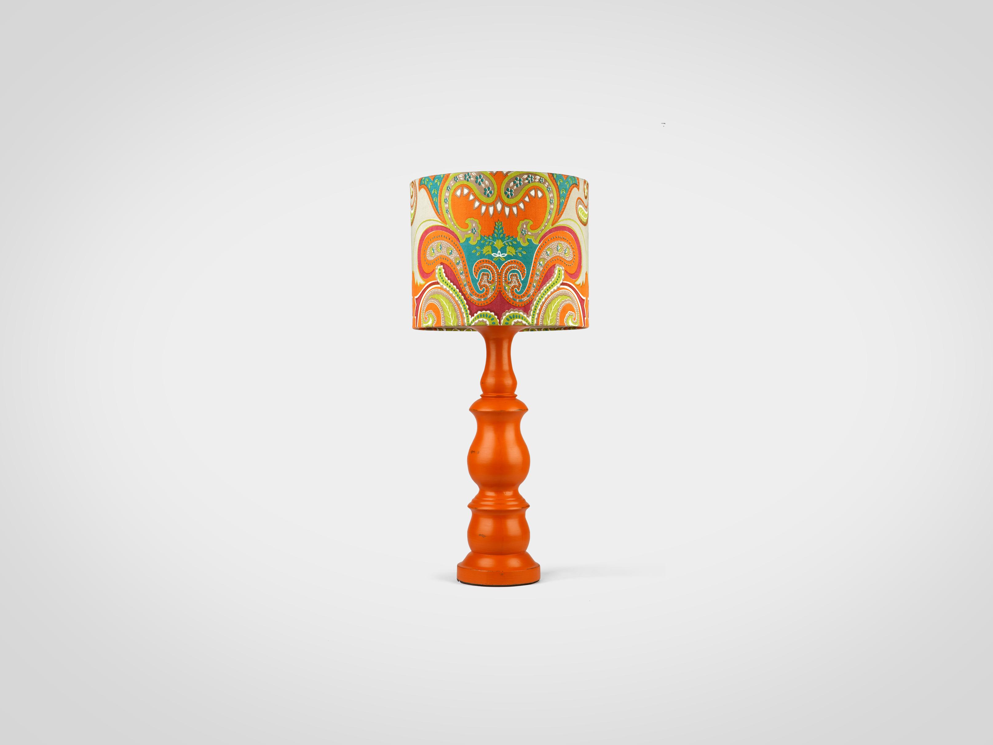 Купить Настольная лампа на резной ножке из дерева махагони декорированной старением, inmyroom, Индонезия