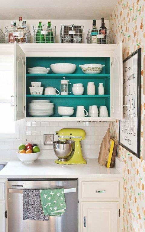 Фотография:  в стиле , Кухня и столовая, Перепланировка, хранение на кухне – фото на InMyRoom.ru