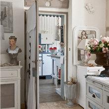 Фотография: Кухня и столовая в стиле Кантри, Дом, Цвет в интерьере, Дома и квартиры, Прованс, Бежевый – фото на InMyRoom.ru