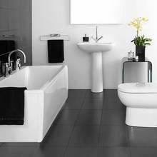 Фотография: Ванная в стиле Современный, Декор интерьера, Дизайн интерьера, Цвет в интерьере, Белый, Серый – фото на InMyRoom.ru