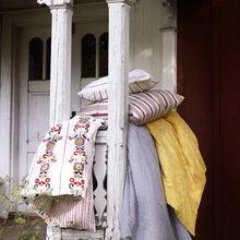 Фотография:  в стиле , Кантри, Декор интерьера, Мебель и свет, Декор дома, Цвет в интерьере, IKEA, Посуда – фото на InMyRoom.ru