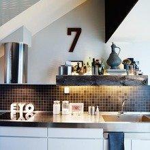 Фотография: Кухня и столовая в стиле Скандинавский, Лофт, Малогабаритная квартира, Квартира, Цвет в интерьере, Дома и квартиры, Черный, Зеленый – фото на InMyRoom.ru