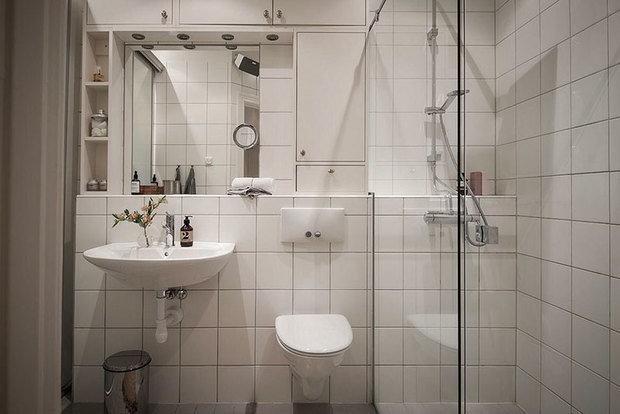 Фотография: Ванная в стиле Современный, Классический, Лофт, Эклектика, Декор интерьера, Квартира, Швеция, Белый, Синий, Серый, Гетеборг, хранение в прихожей, декор в лофте, организация системы хранения на кухни, как организовать хранение в спальне, кухня с островом, 2 комнаты, Более 90 метров – фото на INMYROOM