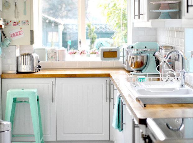 Фотография: Кухня и столовая в стиле Прованс и Кантри, Перепланировка, Finish – фото на InMyRoom.ru