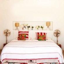 Фотография: Спальня в стиле Кантри, Декор интерьера, Мебель и свет, Цвет в интерьере, Ковер – фото на InMyRoom.ru