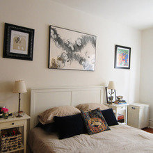Фотография: Спальня в стиле Кантри, Малогабаритная квартира, Квартира, США, Дома и квартиры, Советы, Картина, Принт – фото на InMyRoom.ru
