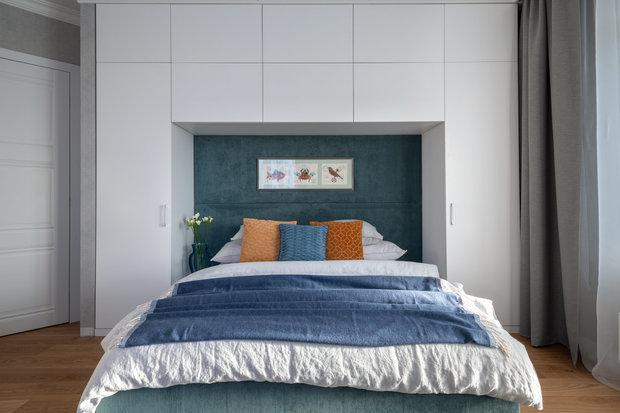 Фотография: Спальня в стиле Современный, Советы, Мегафон ТВ, как жить с родителями, личное пространство, планировка квартиры для нескольких поколений – фото на INMYROOM