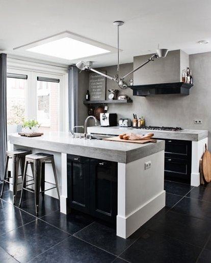 Фотография: Кухня и столовая в стиле Лофт, Дом, Цвет в интерьере, Дома и квартиры, Серый – фото на InMyRoom.ru