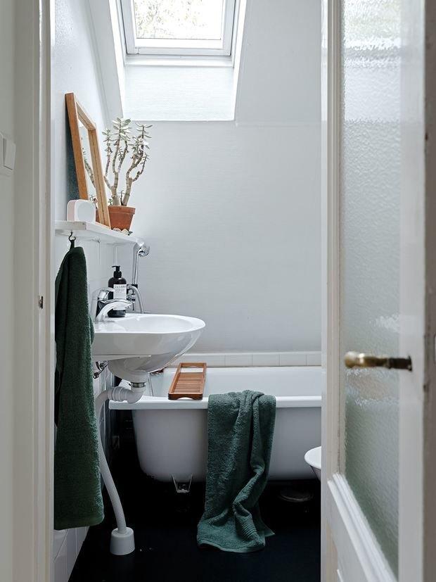 Фотография: Ванная в стиле Скандинавский, Минимализм, Дом и дача, 4 и больше, Более 90 метров – фото на INMYROOM