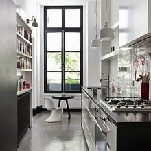 Фотография: Кухня и столовая в стиле Хай-тек, Малогабаритная квартира, Квартира, Дома и квартиры – фото на InMyRoom.ru