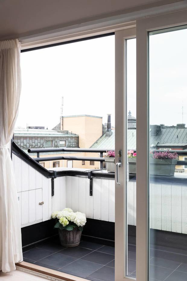 Фотография: Балкон в стиле Скандинавский, Современный, Декор интерьера, Квартира, Белый, Бежевый, 3 комнаты, Более 90 метров – фото на INMYROOM