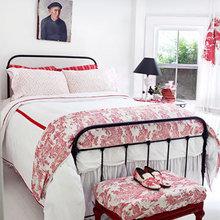 Фотография: Спальня в стиле Кантри, Дом, Цвет в интерьере, Дома и квартиры, Белый, Красный – фото на InMyRoom.ru