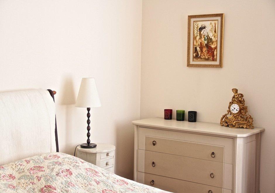 Фотография: Спальня в стиле Современный, Эклектика, Декор интерьера, Декор дома, Картины, Современное искусство – фото на InMyRoom.ru