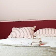 Фотография: Спальня в стиле Современный, Декор интерьера, Дизайн интерьера, Цвет в интерьере, Красный – фото на InMyRoom.ru