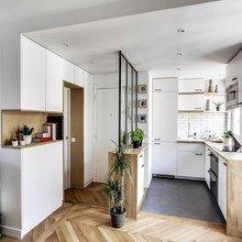 Фотография: Кухня и столовая в стиле Скандинавский, Малогабаритная квартира, Советы, Белый – фото на InMyRoom.ru