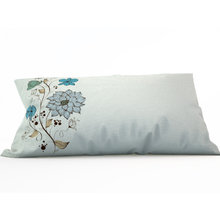 Диванная подушка: Голубые цветы