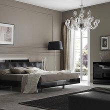 Фотография: Спальня в стиле Классический, Современный, Декор интерьера, Интерьер комнат, Мебель и свет, Кровать – фото на InMyRoom.ru