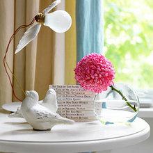 Фотография: Декор в стиле Кантри, Кухня и столовая, Декор интерьера, Декор дома, Цвет в интерьере, Белый, Камин, Бирюзовый – фото на InMyRoom.ru
