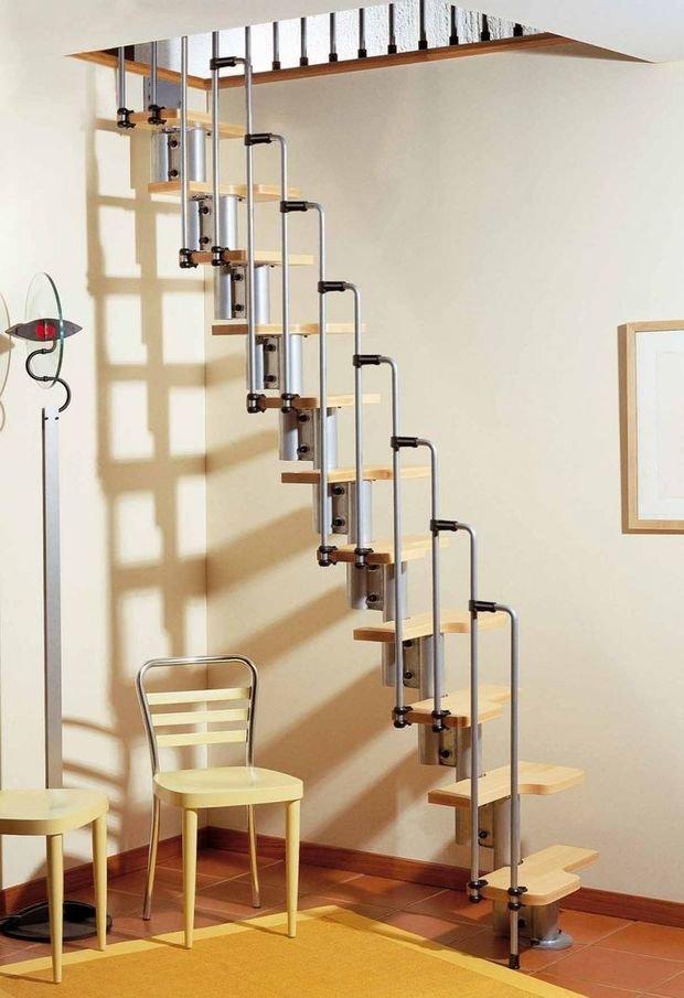 Фотография: Прихожая в стиле Лофт, Архитектура, Декор, Мебель и свет, Ремонт на практике, Никита Морозов, освещение для лестницы, какую выбрать лестницу, какие бывают лестницы, прямая лестница, винтовая лестница, лестница на больцах, подвесная лестница, ограждение для лестниц, как украсить лестницу – фото на InMyRoom.ru