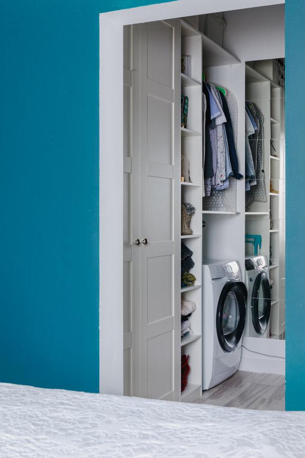 Фотография: Гардеробная в стиле Скандинавский, Проект недели, Samsung, Таунхаус, 4 и больше, Спецпроект, интерьерный холодильник, интерьерная микроволновая печь – фото на INMYROOM