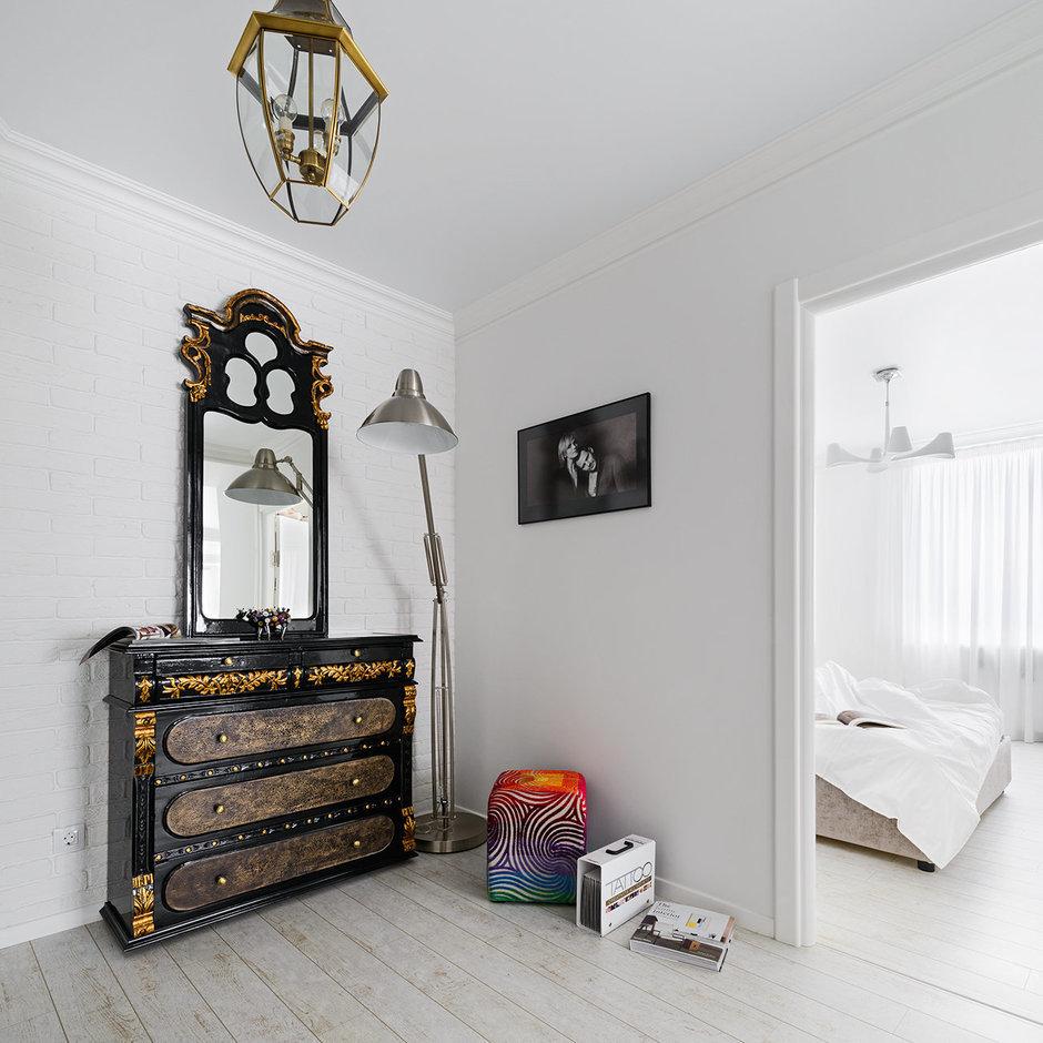 Фотография: Прихожая в стиле Эклектика, Современный, Квартира, Цвет в интерьере, Дома и квартиры, Белый, Проект недели – фото на InMyRoom.ru