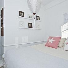 Фотография: Спальня в стиле Скандинавский, Гардеробная, Малогабаритная квартира, Квартира, Швеция, Цвет в интерьере, Дома и квартиры, Белый – фото на InMyRoom.ru