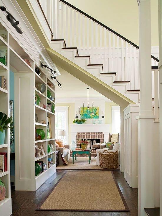 Фотография: Гостиная в стиле Прованс и Кантри, Архитектура, Декор, Мебель и свет, Ремонт на практике, Никита Морозов, освещение для лестницы, какую выбрать лестницу, какие бывают лестницы, прямая лестница, винтовая лестница, лестница на больцах, подвесная лестница, ограждение для лестниц, как украсить лестницу – фото на InMyRoom.ru