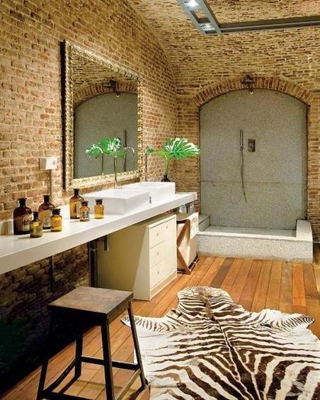 Фотография: Ванная в стиле Лофт, Эклектика, Декор интерьера, Дом, Антиквариат, Дома и квартиры, Стена, Мадрид – фото на InMyRoom.ru