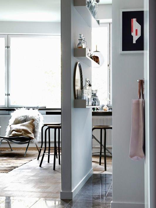 Фотография:  в стиле Скандинавский, Декор интерьера, Мебель и свет, Перегородки – фото на InMyRoom.ru