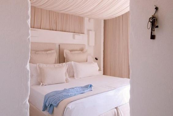 Фотография: Спальня в стиле Современный, Дома и квартиры, Городские места, Отель, Подсвечники – фото на InMyRoom.ru