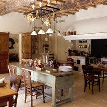 Фотография: Кухня и столовая в стиле Кантри, Декор интерьера, Франция, Дома и квартиры, Городские места, Отель, Прованс – фото на InMyRoom.ru