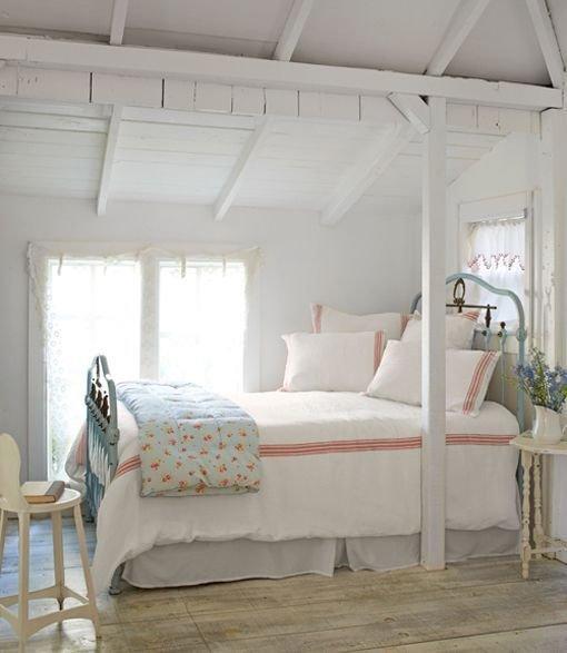 Фотография: Спальня в стиле Кантри, Декор интерьера, Дом, Дом и дача, как оформить маленький дом – фото на InMyRoom.ru