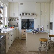 Фотография: Кухня и столовая в стиле Современный, Интерьер комнат, Цвет в интерьере, Белый – фото на InMyRoom.ru