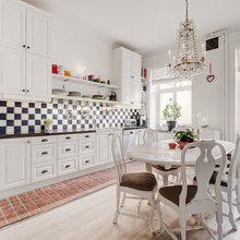 Фотография: Кухня и столовая в стиле Кантри, Скандинавский, Декор интерьера, Квартира, Аксессуары, Мебель и свет, Белый, Красный – фото на InMyRoom.ru