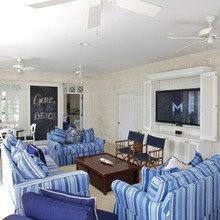Фотография: Гостиная в стиле Кантри, Дом, Цвет в интерьере, Дома и квартиры, Белый, Большие окна – фото на InMyRoom.ru