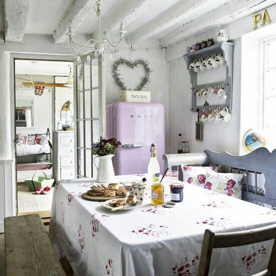 Фотография: Кухня и столовая в стиле Прованс и Кантри, Декор интерьера, Зеленый, Бежевый, Серый, Розовый, Голубой – фото на InMyRoom.ru