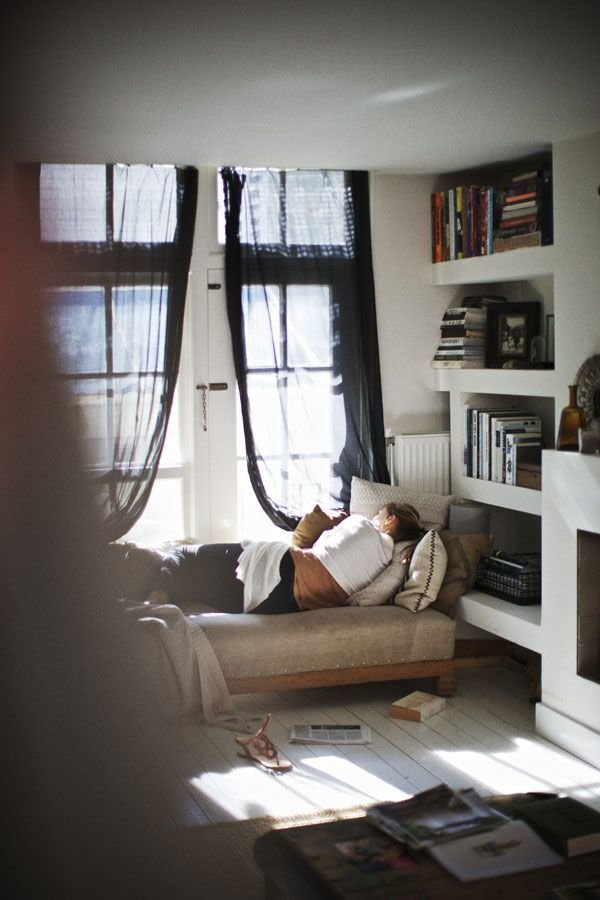 Фотография: Прочее в стиле , Хранение, Стиль жизни, Советы, Мансарда, Подоконник – фото на InMyRoom.ru