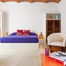 Фотография: Спальня в стиле Восточный, Цвет в интерьере, Дома и квартиры, Городские места, Отель, Подушки, Мексика – фото на InMyRoom.ru
