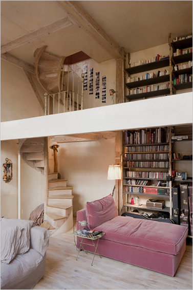 Фотография: Гостиная в стиле Прованс и Кантри, Дом, Дома и квартиры, Лестница – фото на InMyRoom.ru