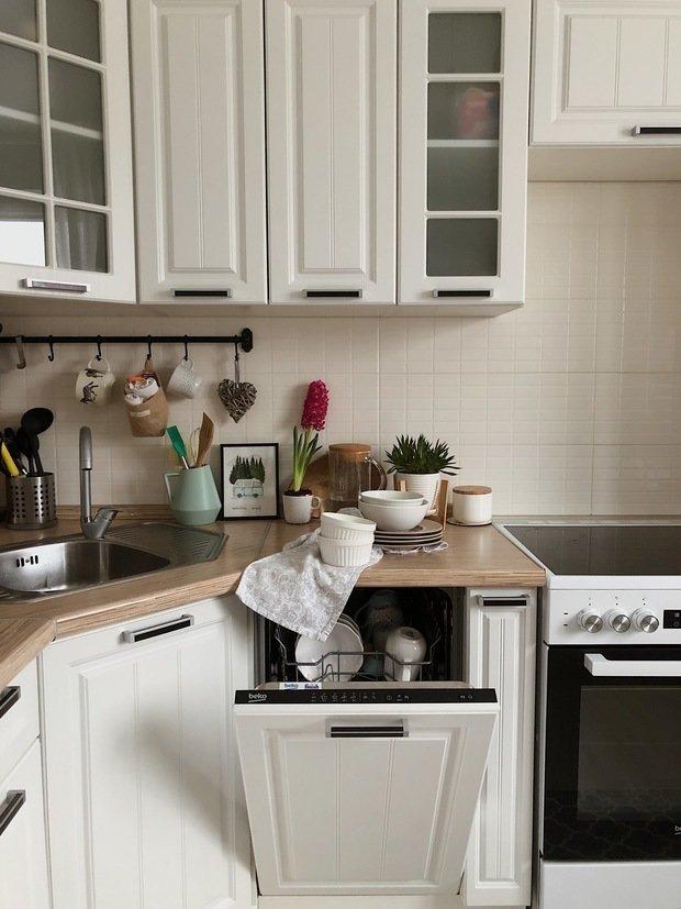 Фотография: Кухня и столовая в стиле Скандинавский, Прованс и Кантри, Классический, Квартира, Белый, Ремонт на практике, как самостоятельно оформить интерьер, ремонт своими руками – фото на INMYROOM