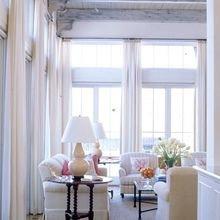Фотография: Гостиная в стиле Кантри, Скандинавский, Декор интерьера, Текстиль, Окна – фото на InMyRoom.ru
