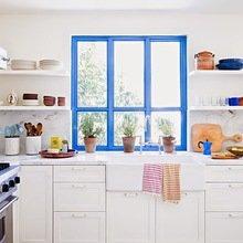 Фотография: Кухня и столовая в стиле Кантри, Квартира, Советы, Ремонт на практике, как покрасить пластиковое окно, пластиковое окно, пластиковые окна, декор пластикового окна – фото на InMyRoom.ru